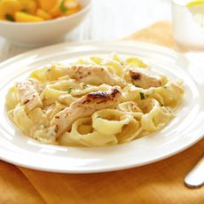Jenny's Cuisine: Chicken Fettuccine - Fettuccine pasta topped with chicken breast strips, creamy alfredo sauce and sprinkled with parmesan cheese, paprika and parsley.  Mangia!  This lean entrée is a rich, cheesy delight!