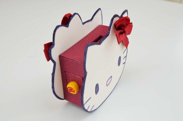 Tirelire enfants à réaliser soi-même - Hello Kitty #cartonnage #carton #boîte #DIY