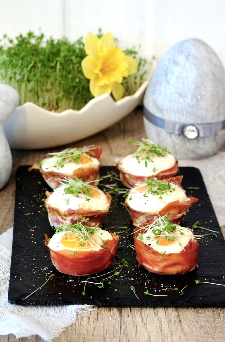 W tym roku na moim wielkanocnym stole zagoszczą jajka zapiekane w szynce. Piękne, pyszne i takie eleganckie. Polecam, bo to prosta przekąska.