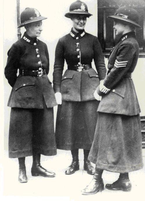 policiais do sexo feminino, Londres, 1919.