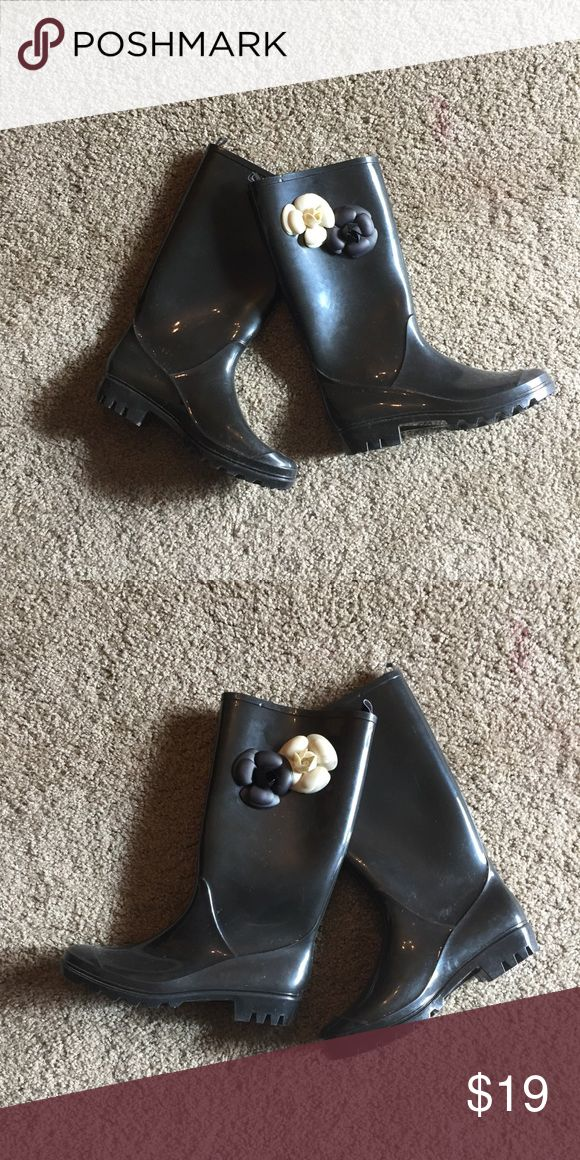 Capelli New York Women's Jelly Flower Rain Boots Only worn once! Great condition! Capelli of New York Shoes Winter & Rain Boots
