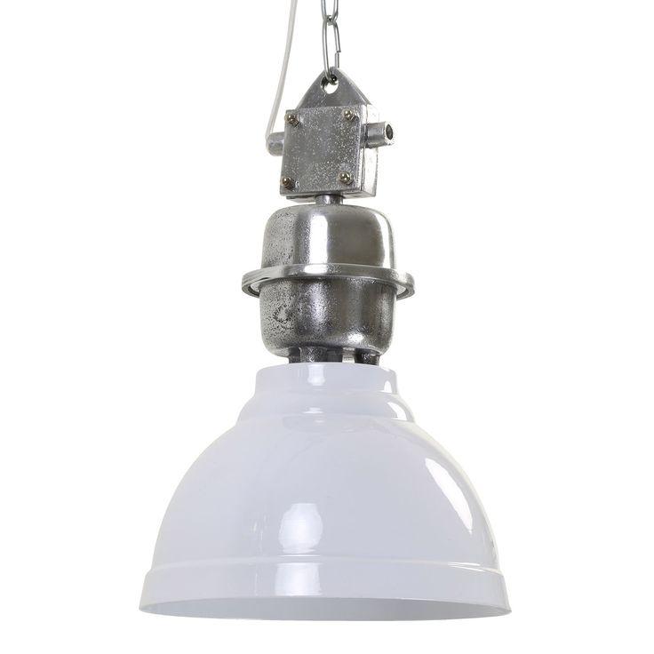Super stoer, deze eigentijdse hanglamp Clinton! De lamp Clinton is gemaakt van metaal en heeft een ronde vorm. De diameter van de kap is 22 cm. Hanglamp Clinton heeft een mooi binnenkant die netjes afgewerkt is. De unieke kleur van de lamp in combinatie met de ijzeren afwerking geeft de lamp een robuuste uitstraling. Hanglamp Clinton is afkomstig van het merk Light & Living.