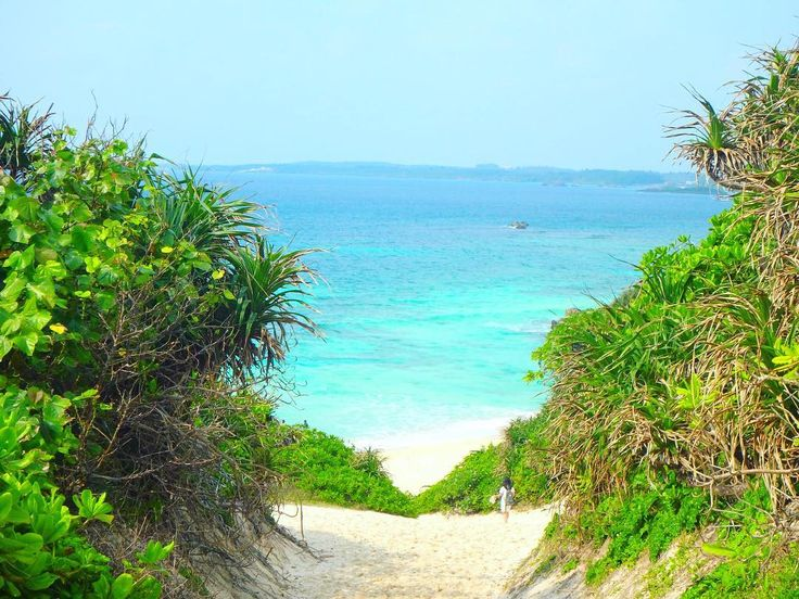 絶景ビーチの宝庫・沖縄。数多くの美しいビーチが存在する沖縄ですが、そんな中でも筆者が大プッシュしたいビーチが。それは、宮古島にある「砂山ビーチ」。この「砂山ビーチ」は恐らく沖縄で最も美しいビーチなのでは?と思えるほどの絶景ビーチだったのです。今回はそんな絶景ビーチ「砂山ビーチ」をご紹介します。