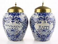 Twee Delfts blauw aardewerk tabakspotten.