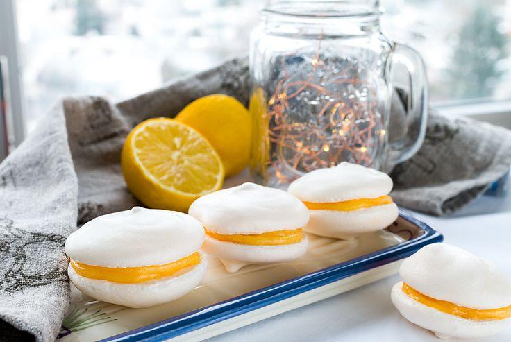 Meringue cookies with lemon curd filling