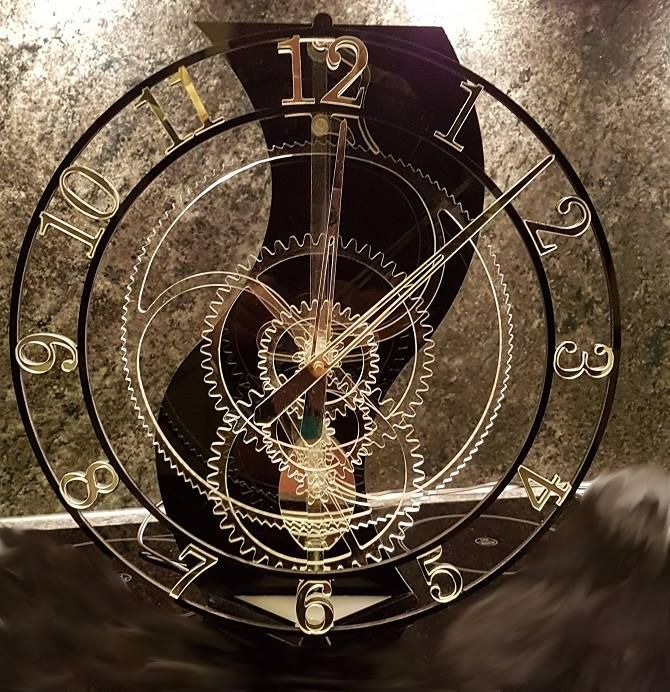 "Acrylic clock ""Magica"" from Michael Jakubowski. Designed by Christopher Blasius. Plans available at holzmechanik.de"