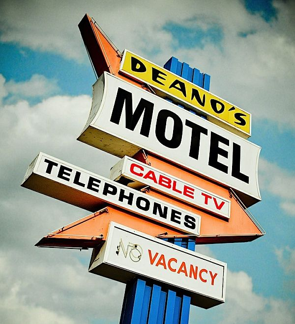 love this culver city icon: Vintage Signage, Neon Signs, Photography Projects, Vintage Signs, Street Signs, Signs Language, Retro Signs, Old Signs, Deano Motel
