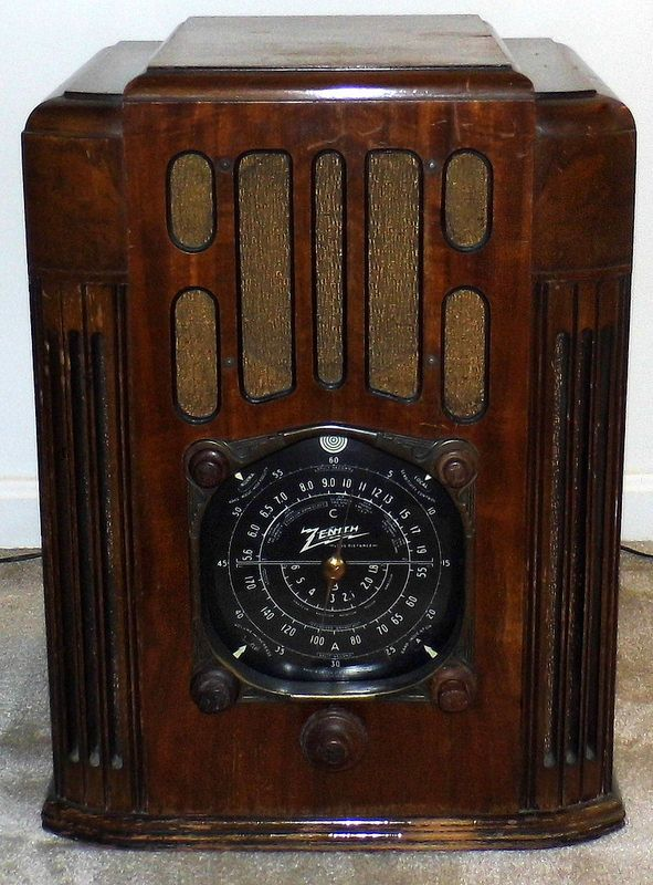 Vintage Zenith Wood Tombstone Radio, Model 10-S-130, Broadcast, Short Wave & Police Bands, 10 Tubes, Circa 1936 - 1937.