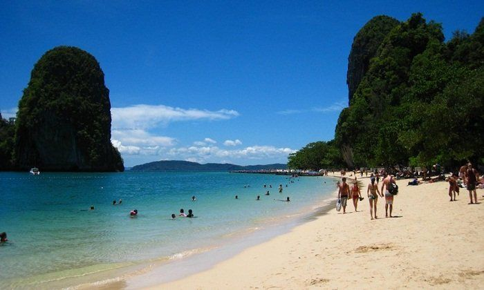 This article helps travelers find and explore the best islands and beaches in Sihanoukville