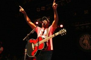 Darius Rucker Wishes Today Show News Anchor Lester Holt Happy 10th Anniversary Through Song