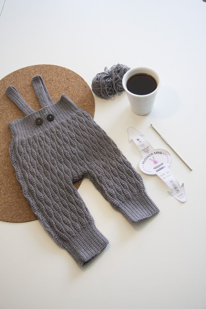 Hjemmehæklede smækbukser /crochet