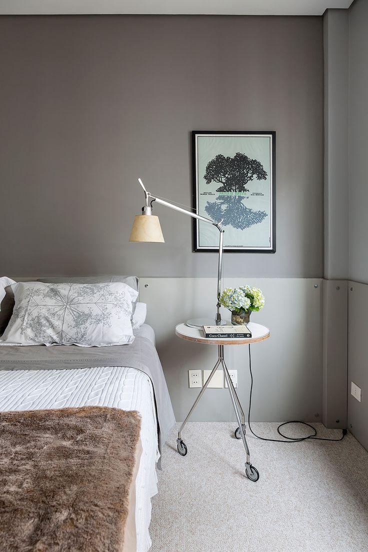 Um apartamento limpo, clean e cheio de estilo no bairro dos Jardins em SP. Para vc ter uma ideia o apê tem quarto e banheiro integrados!