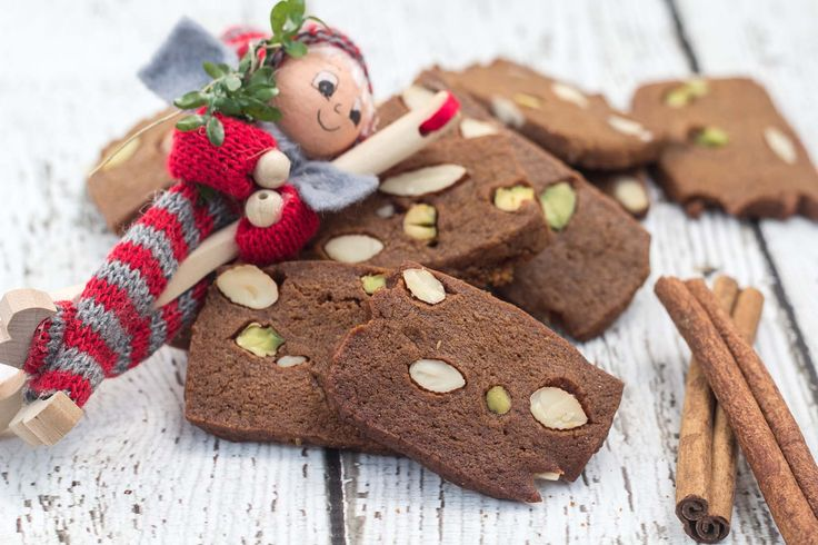 Recipe for Homemade Danish Brown Cookie (Brunkager)