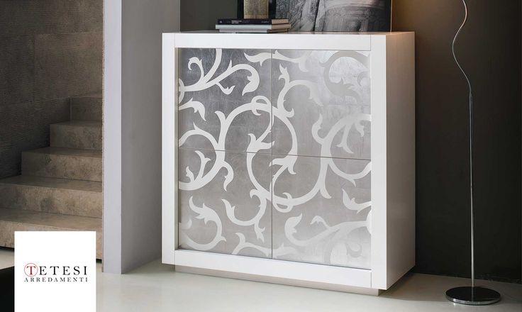 Madia Picasso P2 Anta Intarsio foglia argento Mobile contenitore con struttura in tamburato di abete. Ripiani interni in cristallo.