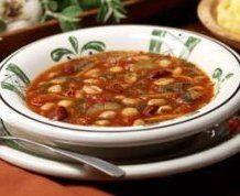 Olive Garden is a dieter's nightmare with all the creamy, buttery, garlicky temptations. But minestrone is around 100 cal / serving, with tons of veggies. plus it will fill you up!