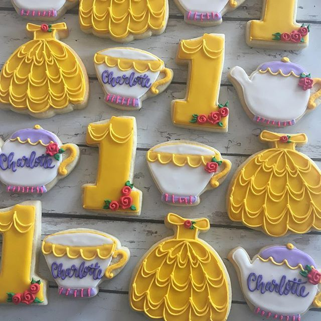 The sweetest beauty and the beast cookie set! My husbands out of town for three weeks and I need to go see this movie, someone go with me !! ❤️#hayleycakesandcookies #atxcookies #atxbakery #cookies #decoratedcookies #bestcookiesever #yum #beautyandthebeast #beauty #belle