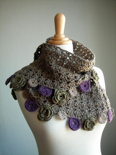 This is a beautiful #crochet scarf. The listtle rosettes are great to wear during the spring season. This would make a nice #Easter wrap!