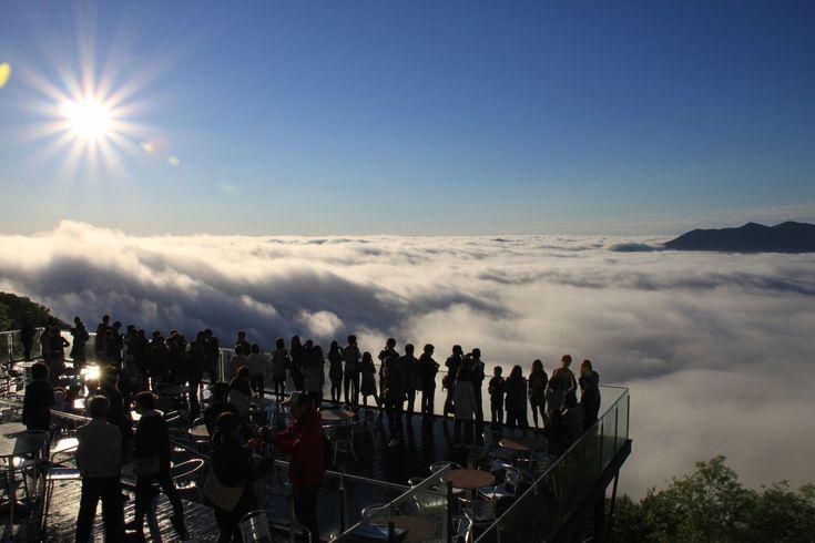「北海道の雲海テラス」の壮大さがハンパない…。これぞ天国に一番近いカフェ! - Find Travel