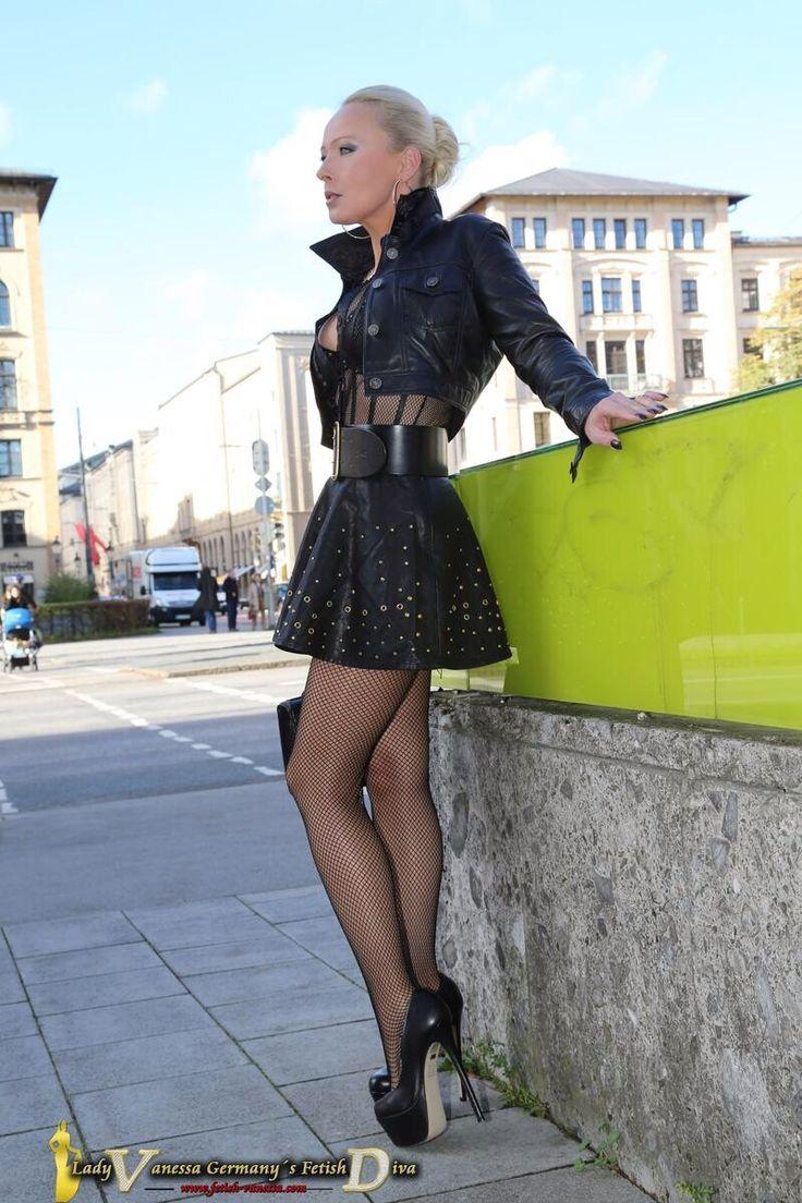 pleatedminiskirts: A belted pleated miniskirt. Fantastic ...
