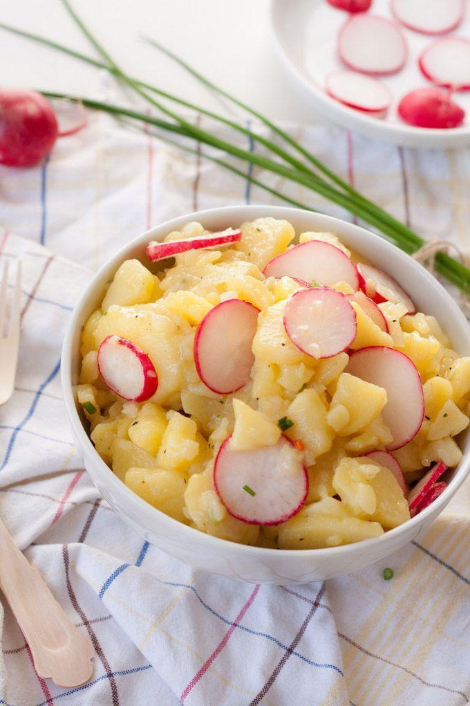 Weltbester Kartoffelsalat. Schn leicht mit Essig, Brhe und Schnittlauch - kochkarussell.com