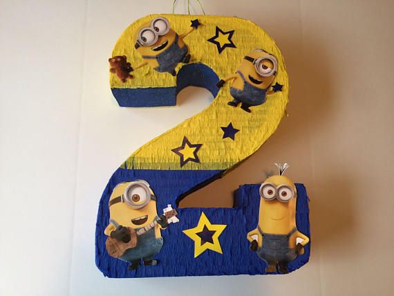 Birthday Celebration Minions Pinata. Celebración cumpleaños