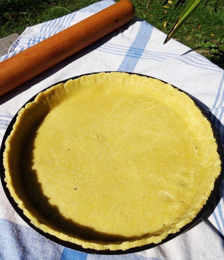 Vous cherchez une recette de pâte à tarte Paléo rapide et facile à faire ?! La voici ! :) Elle peut aussi bien convenir pour les tartes salées que sucrées.