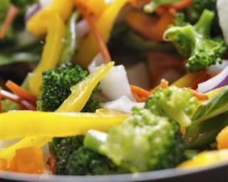 Poêlée de légumes au sésame : http://www.fourchette-et-bikini.fr/recettes/recettes-minceur/poelee-de-legumes-au-sesame.html