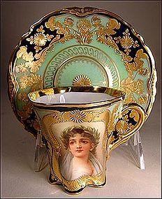 ** Šálek na čokoládu - zlacený porcelán s portrétem ♣ Royal Vienna **