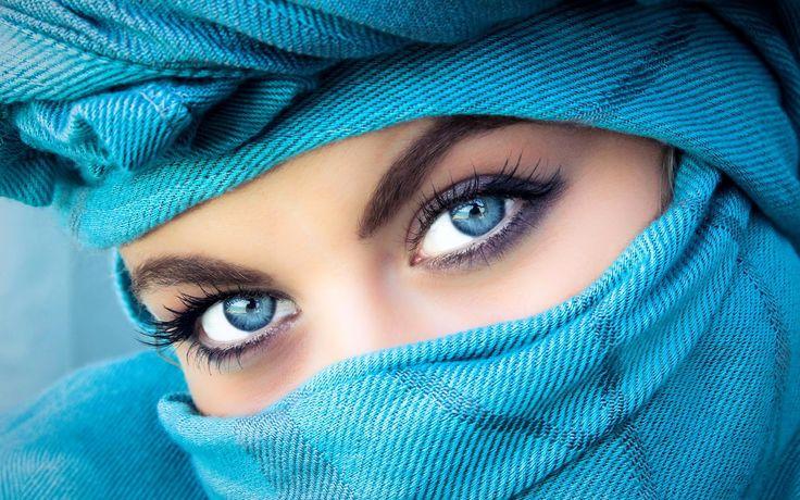 Beautiful Blue Eye Girl Image