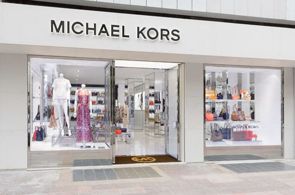Continua il successo di #michaelkors, tanto che la bella #FreidaPinto ha scelto di indossare un abito lungo a #Cannes. Nuova apertura a #bari.http://www.sfilate.it/225614/i-vestiti-michael-kors-brillano-red-carpet-cannes-ed-in-vetrina-bari