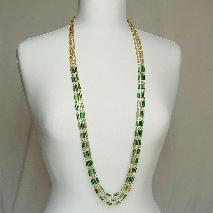 ze+starožitných+korálů+-+dlouhý+zlacený+náhrdelník+Elegantní+secesí+inspirovaný+náhrdelník.+Dlouhý+náhrdelník+ze+starožitných+korálků+ze+zeleného+skla+částečně+pokrytých+zlatým+listrem.+Strukturovaný+řetízek+je+pozlacený.+Vzadu+na+krku+se+náhrdelník+zavírá+na+karabinku+s+prodlužovacím+řetízkem.+délka+cca+106cm
