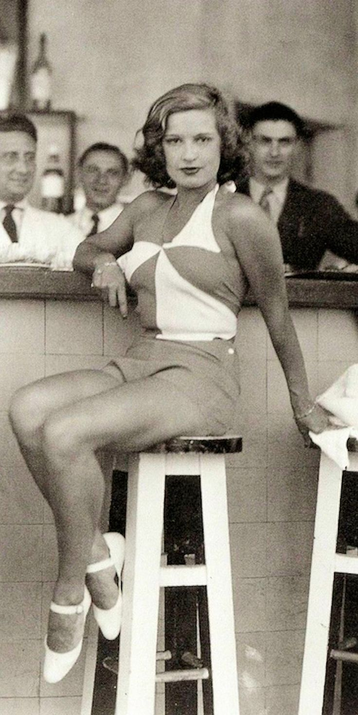 Lili Damita - 1933 - Biarritz, France - Photo by the Seeberger Brothers