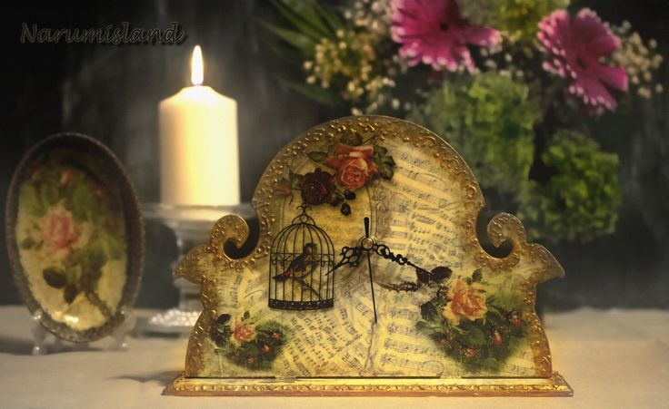 Roses and birds clock
