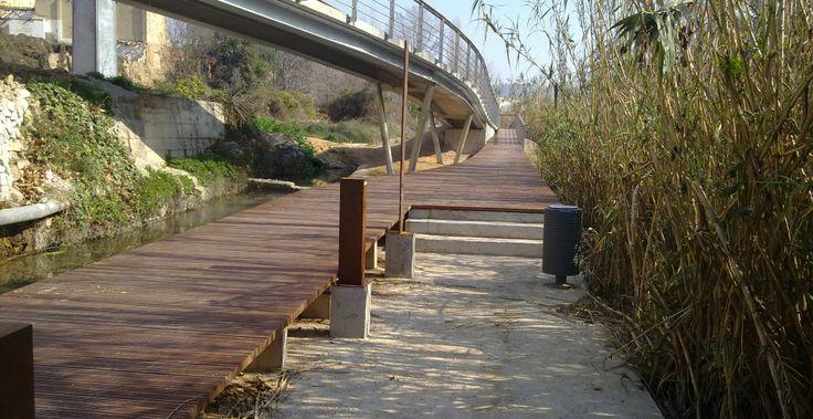 Pasarelas elevadas incofusta fabrica de madera en for Cobertizo de madera de jardin contemporaneo