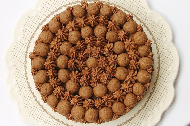 Wiener-traum: pasta frolla al cacao, salsa al cioccolato, ripieno tipo sacher, ganache al cioccolato