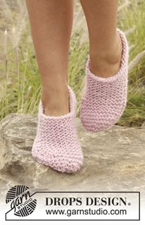 """Way of Roses - Knitted DROPS slippers in garter st in """"Eskimo"""". - Free pattern by DROPS Design"""