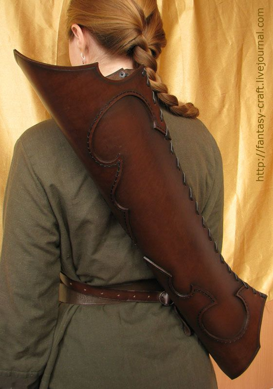 Asymmetrical quiver by ~I-TAVARON-I (on deviant art/leather works and crafts)  http://i-tavaron-i.deviantart.com/