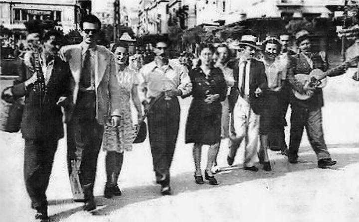 Η παρέα του Τσιτσάνη τη μέρα της απελευθέρωσης της Θεσσαλονίκης (30/10/1944).