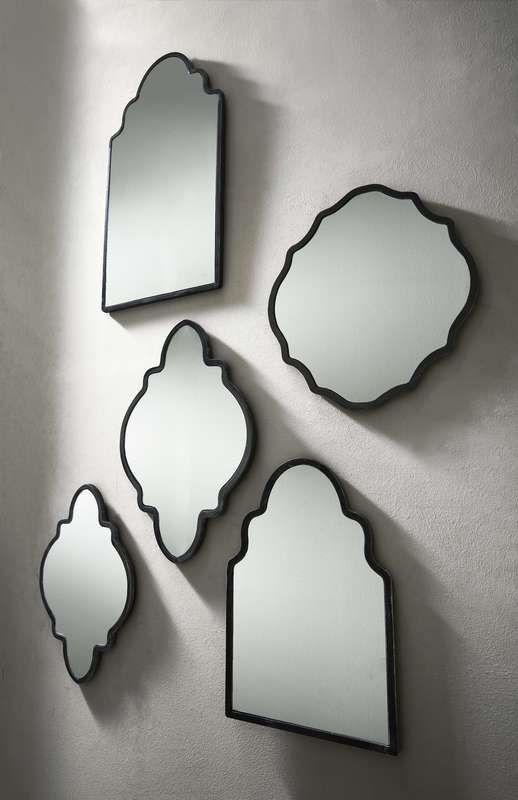Mooie compositie en gezellig in een woonkamer of hal. Spiegel 'Wood' | #prontowonen #droomwoonkamer