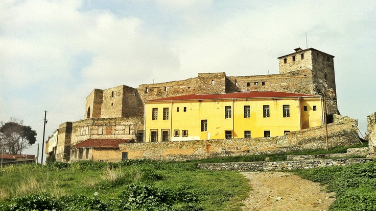 Standing in the place of the old cistern, you can get a full view of the old fortress of Eptapyrgio and the expansions added later as prison buildings. (Walking Thessaloniki, Route 08 - Seven Towers)