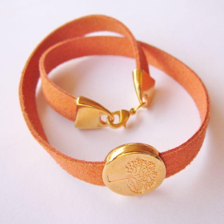 bracelet                      bracelet or necklace