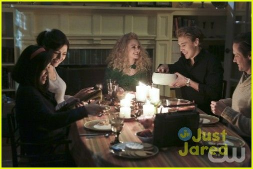 jj sits down with the carrie diaries cast 11