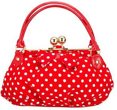 Polka-dot-handbag  AAAAH, mä rakastan tätä polka dot -kuosia.  Joku tämmönen yli-imelä käsiveska olis jotain upeeta! :D