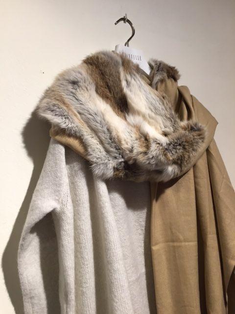 Mooie sjaal van Yess in diverse kleuren mooi te combineren op jas, vest, blazer, jurk.....