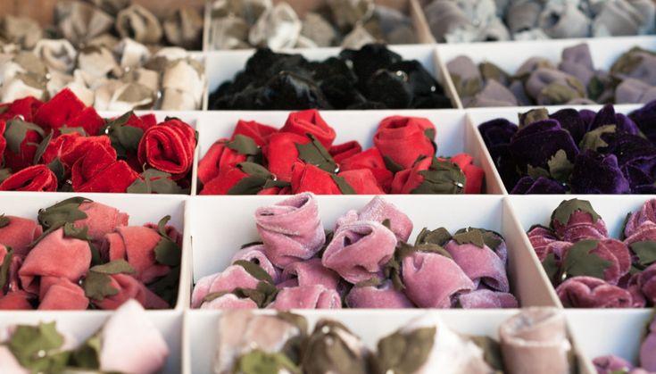 Una cassetta di boccioli di velluto da La Fioraia Pazza