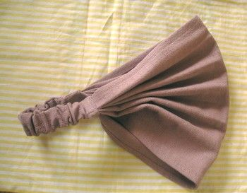 バブーシュカやバンダナのようなタイプのデザインです。 生地が蛇腹になっているので、厚みがある部分をゆっくり縫うのがコツです。