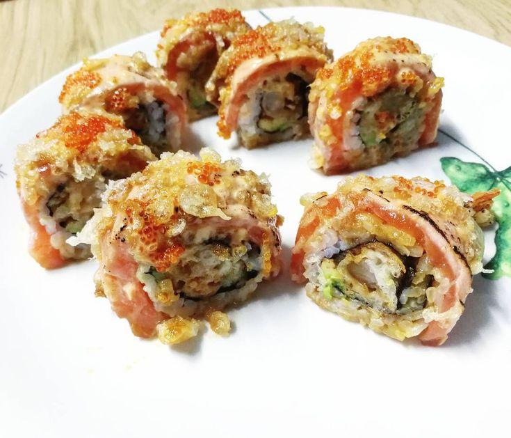 Salmon tempura crunchy #sushi roll