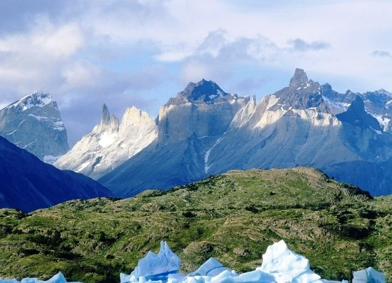 This charming place of the planet always allures numerous tourists who travel to Patagonia all the year round, for its romantic atmosphere and the spirit of adventures. Naturally, what other feelings can this location, situated in the very end of the