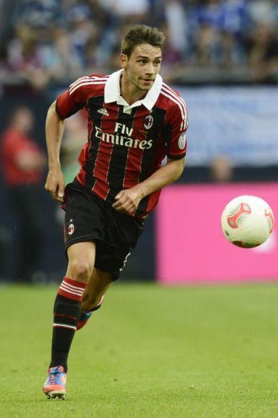 Il 10 agosto 2012 viene convocato per la prima volta in Nazionale maggiore dal CT Cesare Prandelli, in occasione del test amichevole contro l'Inghilterra. da Wikipedia