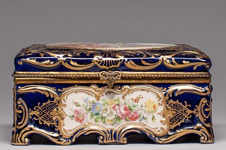 Lot:SÈVRES PORCELAIN BOX, Lot Number:535, Starting Bid:$2600, Auctioneer:Chelsea Auction, Auction:SÈVRES PORCELAIN BOX, Date:06:30 AM PT - Feb 21st, 2013